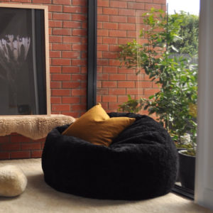 SHAGGY WOOL BEANBAG BLACK