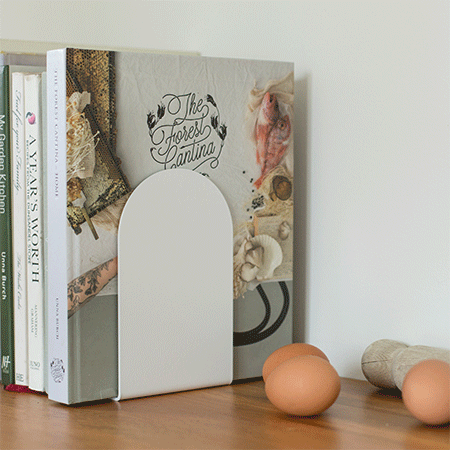 Jamb bookends by Ico Traders - Minimalistic curved bookends